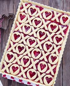 Love and kisses pie. Idea for a cherry slab pie crust. Just a pic Just Desserts, Delicious Desserts, Yummy Food, Pie Dessert, Dessert Recipes, Kiss Pies, Pie Crust Designs, Pie Decoration, Valentines Day Food