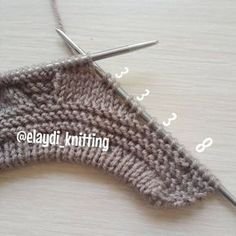 The construction stages of the baby boy cardigan are explained on our website … – Baby knitting patterns Baby Boy Cardigan, Cardigan Bebe, Knitted Baby Cardigan, Baby Pullover, Baby Vest, Baby Knitting Patterns, Knitting Stitches, Free Knitting, Pull Bebe