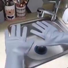 Multifunctional washing gloves – Clean your bathroom、Kitchen、Floor、Car、Dish even Pet. Clean anywhere with ease.And with soft brush, you don't need to worry damaging something you wash. #kitchen #cleaning #gloves #brush