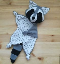 Sewing baby bibs life ideas for 2019 Baby Sewing Projects, Sewing For Kids, Sewing Toys, Sewing Crafts, Couture Bb, Fabric Animals, Baby Comforter, Creation Couture, Baby Crafts