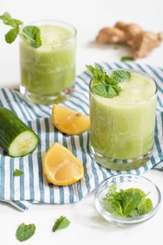 When it comes to this Cucumber Ginger Lemon Detox Juice, it's all about the spicy ginger and mint flavors paired with lemon and cucumber. Detox Diet Drinks, Detox Juice Recipes, Detox Juices, Juice Cleanse, Cleanse Recipes, Spicy Ginger, Ginger Juice, Cucumber Detox Water, Digestive Detox