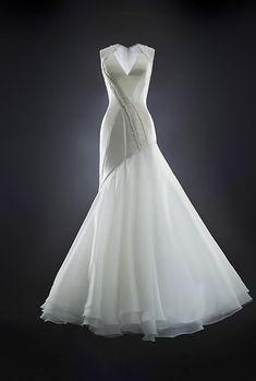 modern couture wedding dress by Rubin Singer, 2014 bridal collection | via junebugweddings.com