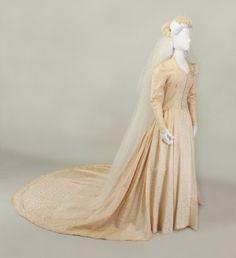 They Weren't Always White Bridal Gowns, Wedding Gowns, Wedding Wear, Dream Wedding, Old Fashioned Wedding Dresses, 1940s Fashion, Vintage Fashion, Modern Vintage Weddings, Art Deco Dress