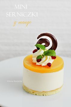 Mini cheesecakes with mango Cherry Topping For Cheesecake, Mango Cheesecake, Cheesecake Recipes, Jam Recipes, Sweets Recipes, Cooking Recipes, Mini Desserts, Beautiful Desserts, Beautiful Cakes