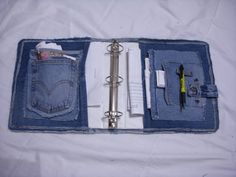 Covered Denim Notebook Tutorial by ljeans on EtsyThis simple tutorial will show you how to reuse a pair of denim blue jeans to cover a notebook. This tutorial is easy enough for the newest sewer.Use old jeans for covering a binder! Jean Crafts, Denim Crafts, Artisanats Denim, Jean Diy, Altering Jeans, Sewing Crafts, Sewing Projects, Denim Ideas, Recycle Jeans