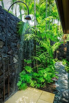 Outdoor Shower Gardens in Hawaii - tropical garden ideas Outdoor Baths, Outdoor Bathrooms, Outdoor Pool, Outside Showers, Outdoor Showers, Outdoor Spaces, Outdoor Living, Garden Shower, Garden Bathroom