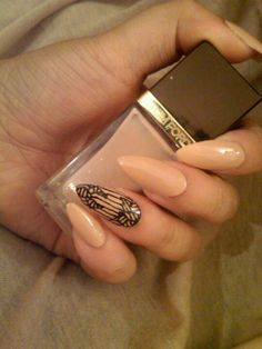 i have found a new love STILETTO NAILS - these look gorg but i have no idea how i'd get through the day wearing these!