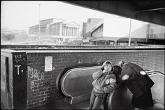 Street boy begging to the metro station upstair - Magnum Photos Photographer Portfolio Ian Berry, Three Gorges Dam, Fotojournalismus, Photographer Portfolio, Magnum Photos, Photo Essay, Best Photographers, Photojournalism, Street Photography