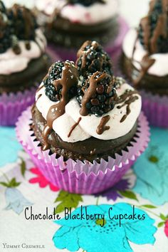 Chocolate Blackberry Cupcakes - Yummy Crumble