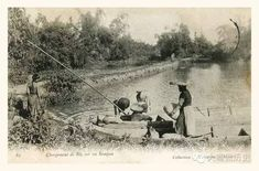 Villagers Digging a Well Next to the river, French IndoChina Tonkinese, Vietnam History, French Colonial, Hanoi Vietnam, Indochine, Old Photos, Vietnamese Cuisine, Wellness, River