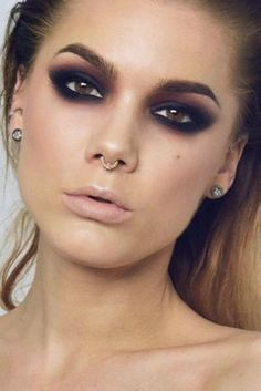 45 Smokey Eye Ideas & Looks To Steal From Celebrities - Sexy Smokey Eye Makeup Ideas to Help You Catch His Attention - Bridal Smokey Eye Makeup, Dramatic Eye Makeup, Eye Makeup Steps, Dramatic Eyes, Makeup For Brown Eyes, Black Makeup Looks, Sexy Eye Makeup, Makeup Light, Red Makeup