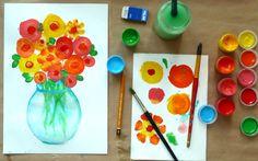 Маленьким деткам обычно довольно сложно вырисовывать цветочки. Способ, который я предлагаю вам рассмотреть, очень простой и эффективный, но, в тоже время, позволяет сделать красивый букет цветов.