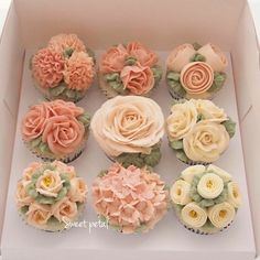 Cupcake Bouquet Discover 21 Absolutely Beautiful Cupcakes That Will Give You Frosting Goals Cupcake Piping Ideas - Ways to Frost Cupcakes Frost Cupcakes, Cupcakes Flores, Floral Cupcakes, Pretty Cupcakes, Beautiful Cupcakes, Oreo Cupcakes, Birthday Cupcakes, Gourmet Cupcakes, Strawberry Cupcakes