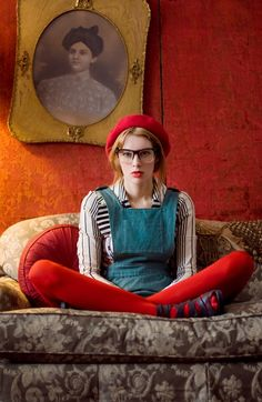 Mood Reference Not those glasses though.looking bored in red tights and French beret Wes Anderson Style, Beret Outfit, Portrait Photography, Fashion Photography, Photography School, Mode Pop, Red Tights, Orange Tights, Estilo Cool