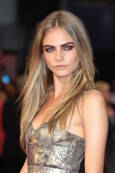 cara delevingne {dirty blond hair color} Fashion model Cara Delevingne rocks straight and sexy dirty blonde locks with bold brows. Cara's dirty blonde hair color is achieved with a dark blonde base and ash blonde overtones. Plus, those eyebrows. Summer Haircuts, Long Layered Haircuts, Straight Hairstyles, Bold Haircuts, Celebrity Haircuts, Layered Hairstyles, Spring Hairstyles, Bob Hairstyles, Cara Delevingne Haar