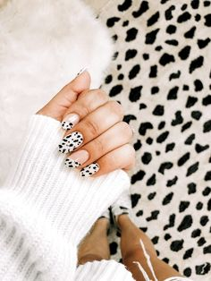 103 pretty acrylic coffin nails design you need to try 122 Aycrlic Nails, Hair And Nails, Coffin Nails, Essie, Best Acrylic Nails, Acrylic Nail Designs, Painted Acrylic Nails, Nail Design Glitter, Nails Design