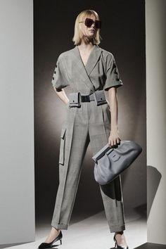 Max Mara, Winter Fashion Outfits, Fashion Week, Fashion Hub, Vogue Paris, White Pantsuit, Dressed To The Nines, Vogue Russia, Fashion Show Collection