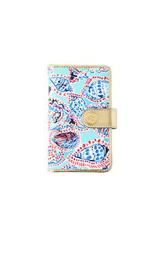 The Main Squeeze Phone Wristlet is a printed canvas wristlet for any Lilly Lover Just add your iPhone 6 and cards to this cute wristlet and you're off.  We love this tech case with a removable strap - wear it as a wristlet when you are on the go, or carry as a clutch!<br>