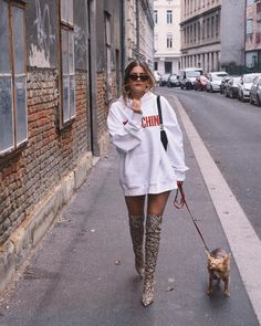 Stylish Winter Outfits, Hot Outfits, Fashion Outfits, Young Fashion, I Love Fashion, Over The Knee Boot Outfit, Hoodie Outfit, Autumn Street Style, Autumn Winter Fashion