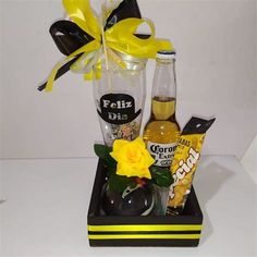 Fathers Day Gift Basket, Gifts For Dad, Fathers Day Gifts, Man Birthday, Birthday Party Themes, Flower Petal Template, Food Bouquet, Valentines Balloons, Welcome To The Party