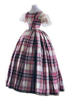Evening dress, 1845-48 From the Museo de la Moda