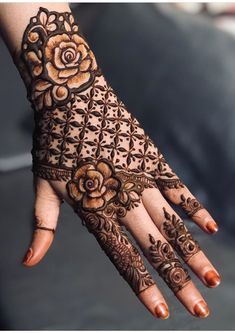 50 Most beautiful Singapore Mehndi Design (Singapore Henna Design) that you can apply on your Beautiful Hands and Body in daily life. Henna Hand Designs, Dulhan Mehndi Designs, Kashee's Mehndi Designs, Kashees Mehndi, Mehndi Designs Finger, Floral Henna Designs, Latest Bridal Mehndi Designs, Stylish Mehndi Designs, Mehndi Design Photos