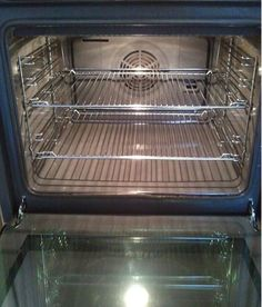 10 tricks for a sparkling clean oven. Cleaning the oven - one of the top topics of Oven Cleaning Hacks, Oven Cleaner, Clothes Drying Racks, Kitchen Organisation, Kitchen Rack, Sparkling Clean, Home Hacks, Good Advice, Homemaking