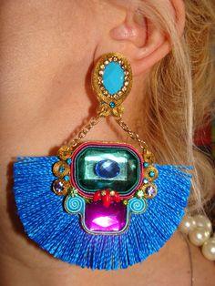 Brinco leque By Katia Sigrist Diy Earrings, Tassel Earrings, Pakistani Wedding Dresses, Statement Jewelry, Dangles, Creations, Handmade Jewelry, Jewelry Making, Jewels