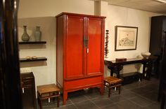 Chinese Antique furniture, large Ming style cabinet. Qing dynasty - early 19th century.