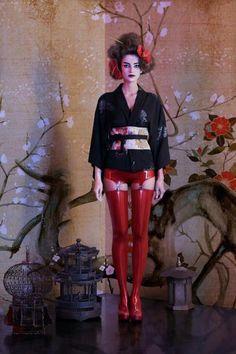 Ancora un modo nuovo e straordinario di indossare un Haori di Kimonoflaminia! Grazie alla stylist Lucia de Grimani. ^___^