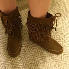 Minnetonka Fringe moccasin boots Suede Minnetonka fringe moccasin boots Minnetonka Shoes Moccasins