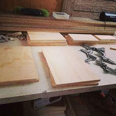 Repisa cubox  en proceso #maderastudiocl #plywood #woodworking#wood#madera#muebles#handmade#furniture#carpinteria#muebleria#hechoamano#hechoenchile#hechodemadera#chile#decoration#decoracion#deco#hogar#interiordesign#mobiliario#diseño#interior#casa#interiores#decoracioninteriores#terciado#stgo#diseñochileno#santiago#mueblesterciado