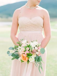 Photography: Connie Whitlock Photography - conniewhitlockphoto.com/ Floral Design: Bella Lu Floral - www.bellalufloral.com   Read More on SMP: http://www.stylemepretty.com/2015/11/10/outdoor-pastel-keystone-colorado-wedding/