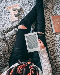 we life is good Reading Pictures, Study Pictures, Positive Books, Writing Images, Book Instagram, Book Wall, Wattpad, Coffee And Books, Book Aesthetic