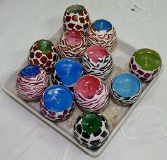 Velas artesanales vaciadas en cáscaras de huevo!! en diferentes colores y aromas... un tipo más moderno..animal print!!!