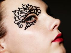 Model wears Swirlyque eyelaces. © Face•Lace By Phyllis Cohen