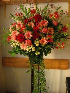 Tall Flower Arrangements, Flower Arrangement Designs, Altar Flowers, Funeral Arrangements, Church Flowers, Funeral Flowers, Flower Shop Decor, Flower Decorations, Amazing Flowers