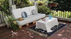 Simpler is better -- plain white cushion covers transforms this pallet seating