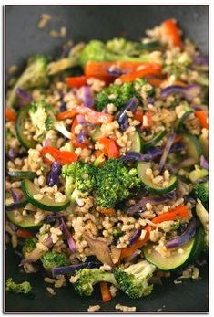 I make this brown rice stir-fry with vegetables every week. This recipe is life-changing and so simple. Add your favorite veggies or what's in season. Wok Recipes, Stir Fry Recipes, Vegetable Recipes, Vegetarian Recipes, Dinner Recipes, Cooking Recipes, Healthy Recipes, Vegan Brown Rice Recipes, Lunch Recipes