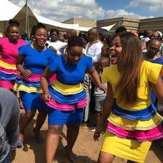 Pedi Traditional Attire, Sepedi Traditional Dresses, Traditional Wedding, Xhosa Attire, African Attire, African Dress, Beauty Tips With Honey, Navy Blue Wedding Cakes, African Fashion Ankara