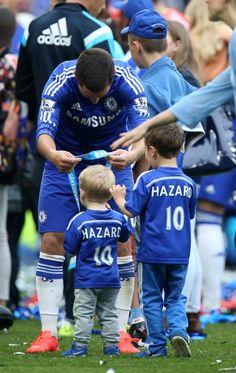 Eden et ses enfants après le dernier match.