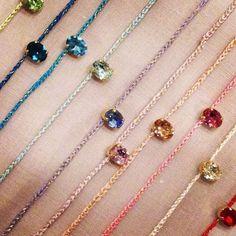 春夏の装いにぴったり♡余った刺繍糸で可愛いミサンガブレス21選 – 編み物ブログ.com