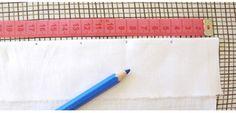 . Pour faire cette petite collerette il vous faut : - du tissu blanc - du fil solide - deux rubans de 40cm . 1/ Découper des bandes de tissu de 15cm de haut (il vous en faut assez pour avoir 8m de...
