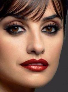 Penelope Cruz eye make up Beauty Makeup, Eye Makeup, Hair Makeup, Hair Beauty, Beautiful Eyes, Most Beautiful Women, Penelope Cruz Makeup, Ojos Color Cafe, Estilo Lady Like