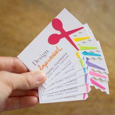 biglietti da visiti abbelliti con delle forbicine colorate