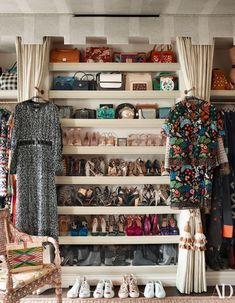 Home Tour: London Townhouse Chic Dressing Room Closet, Dressing Room Design, Dressing Rooms, London Townhouse, Architectural Digest, Ideas Armario, Casa Milano, Deco Boheme, English House