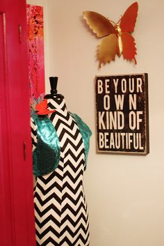 Love this for a tween room!  From a Littlt Glass Box blog.