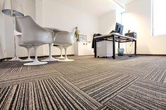 Carpetes corporativos de alta resistência em placa Modulyss, baseados em qualidade, sustentabilidade, composto com fios de Nylon, método Solution Dye, placas de 50cm X 50 cm, mais de 50 linhas e 1.000 opções, resistentes ao tráfego comercial com enorme variedade de padrões, cores e design, voltado para diversas aplicações, certificação LEED e disponível em estoque local.