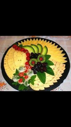 Fab Festive Fruit Platter Arrangememt: DIY Festive Fruit Platter for Christmas and Holiday or Any Party: Party Fruit Serving Idea Food Carving, Party Platters, Food Displays, Finger Food Appetizers, Food Decoration, Culinary Arts, Creative Food, Food Design, Love Food