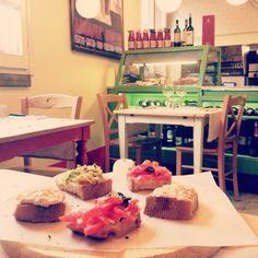 Twitter / @Ainara Garcia: Terminamos el viaje de comiendo en un restaurante vintage. Ciao Italia!